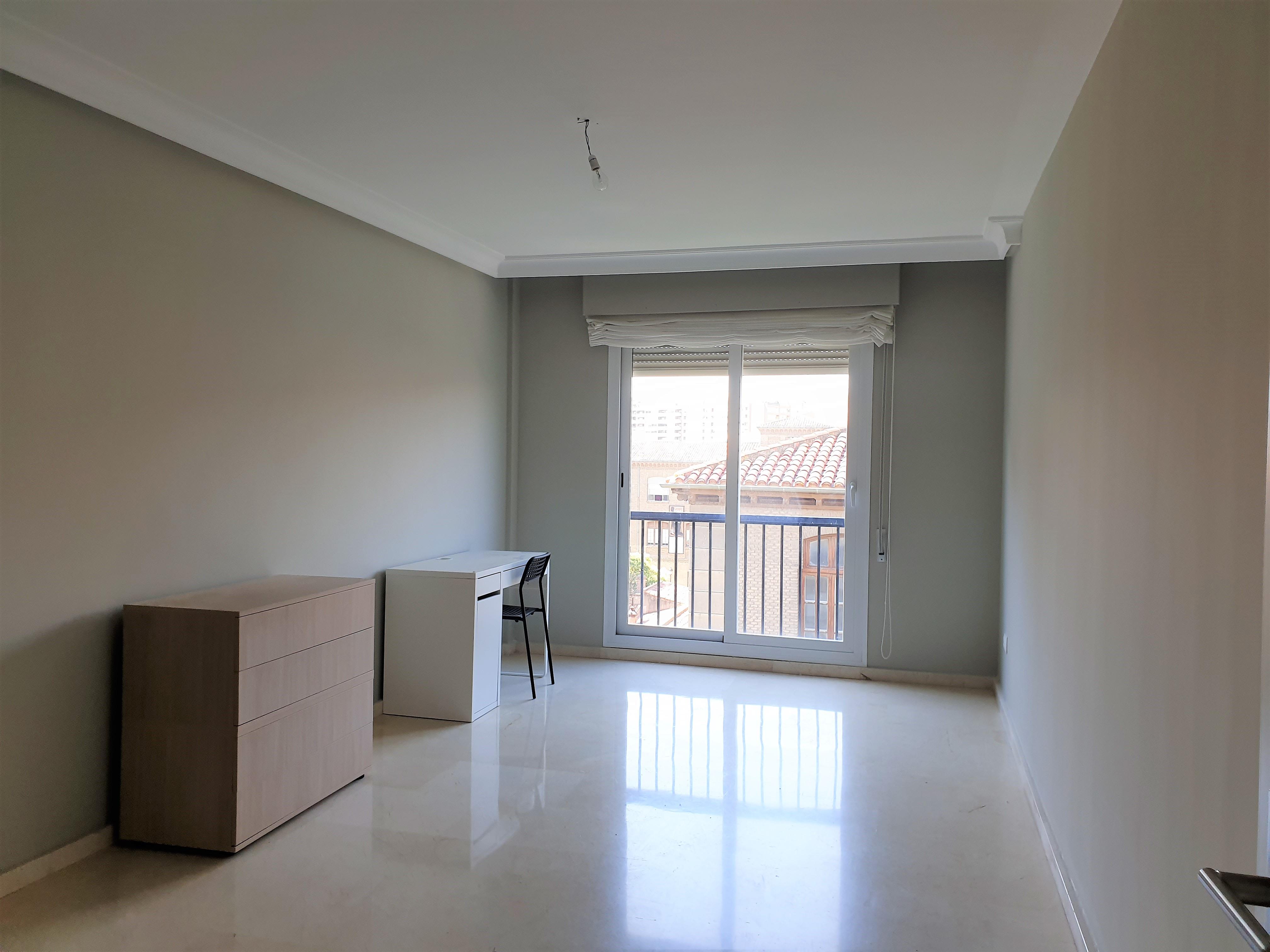 """Apartamento junto Plaza Los Sitios <span class=""""calle"""">Calle Balmes</span>"""
