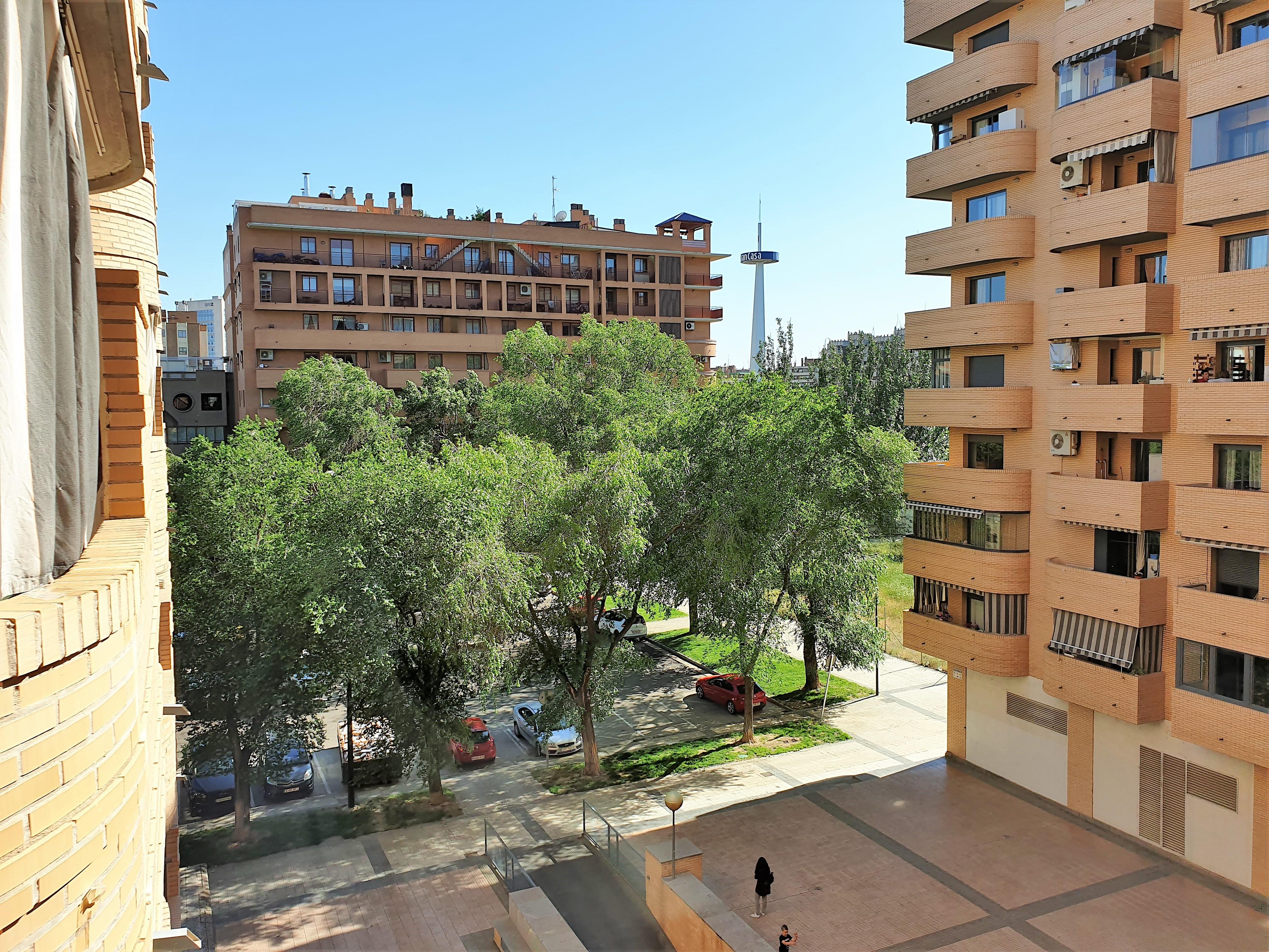 """Junto GranCasa <span class=""""calle"""">Calle Antonio Saura</span>"""