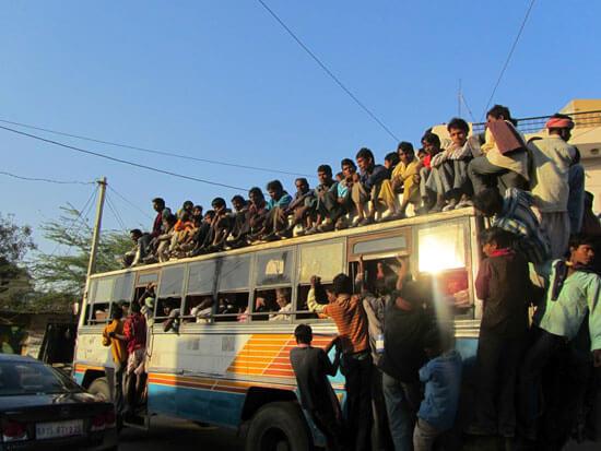 Busje vol met Indiërs