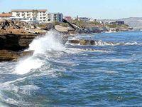 800px-Waves_on_Ocean_Coast