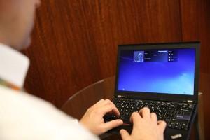 1024px-Facial_login_as_password_using_laptop_camera