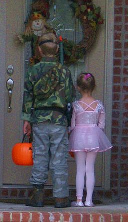 First_house_for_trick-or-treating.jpg