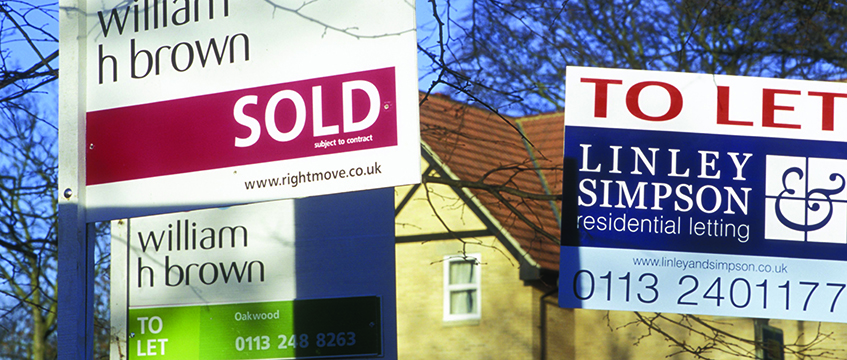 Sold and to let signs © Photofusion/REX/Shutterstock