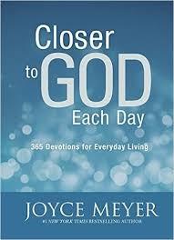 Closer to God each day (Boek)