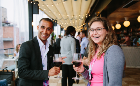 Two people with glases of wine at the Leading design Meetup in New York