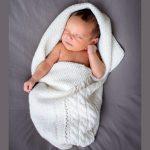 Babystrikk kosepose flette natur