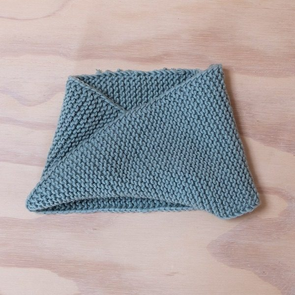Bluum-strikkehals-vridd-med-ri-2.jpeg
