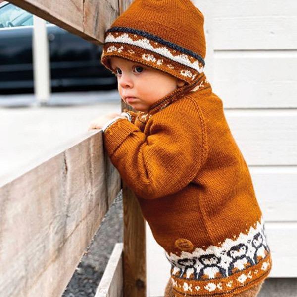 Bluum-strikkegenser-og-lue-med-5.jpeg