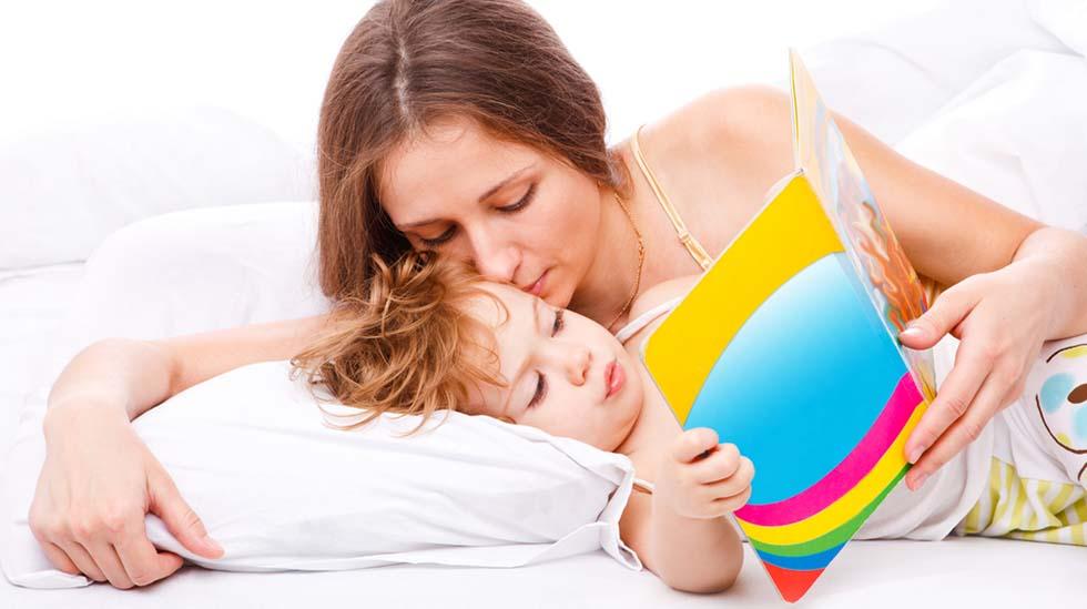 Lesing trenger ikke å foregå på sengekanten ved leggetid. Vær kreativ! Foto: Shutterstock