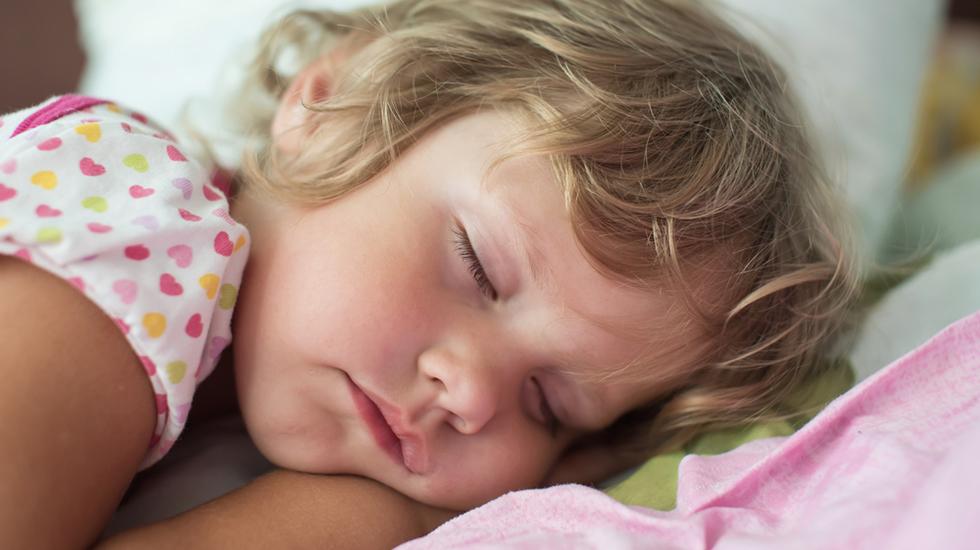 Det er frustrerende både for barn og voksne når barnet til stadighet tisser på seg i søvne. Illustrasjonsfoto: Shutterstock
