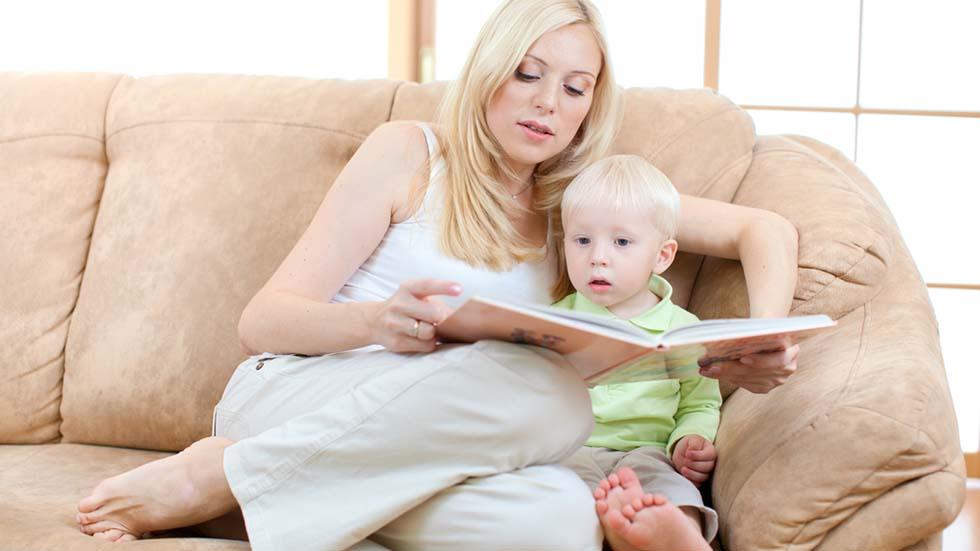 Lesestund er kosestund. Foto: Shutterstock