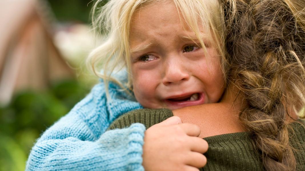 Barn med cøliaki kan ha magesmerter, være trøtte og irritable. Illustrasjonsfoto: iStock