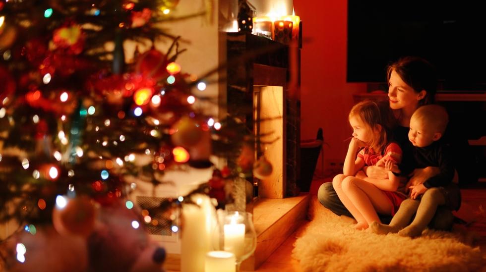 Koser du deg i julen, er sjansene store for at barnet gjør det også. Illustrasjonsfoto: Shutterstock