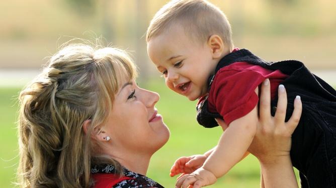 To mødre forteller om episoder barnepsykolog Elisabeth Gerhardsen reagerer på. Ill.foto: Crestock