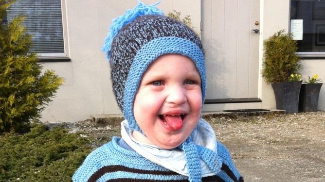 MOWAT WILSON: 2-åringen har en svært spesiell diagnose og det er ennå usikkert hvor stort ordforråd han vil kunne få. - Isak er den blideste gutten jeg har møtt!  Sier mamma Gry.