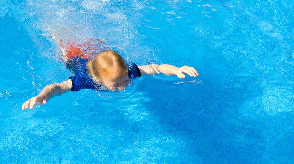 Fra de første tegnene på stille drukning, til barnet synker, har du maksimum ett minutt å oppdage det. Illustrasjonsfoto: Shutterstock