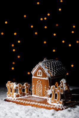 Et forseggjort pepperkakehus er flott julepynt og en fin gave. Foto: Crestock