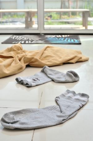 Løper ikke klær og sure sokker i skittentøyet av seg selv?