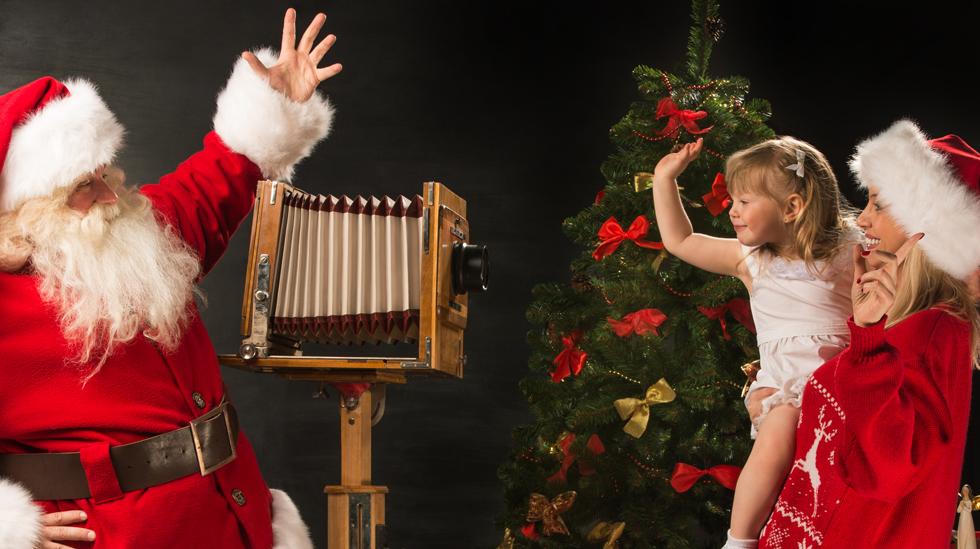 Vil du ha et tradisjonelt eller annerledes bilde på julekortet i år? Illustrasjonsfoto: Shutterstock