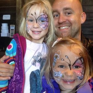 Ole Fredrik med døtrene Kaia (5) og Karoline (3). Foto: privat