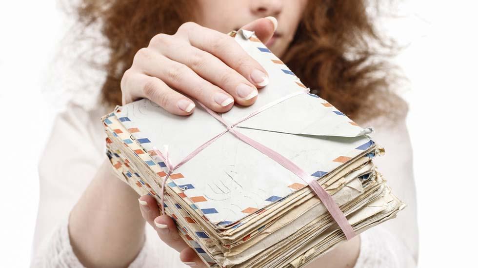 Tenk så fantastisk å kunne overlevere en bunke med brev - skrevet til barnet på hver bursdag. Illustrasjonsfoto: Shutterstock