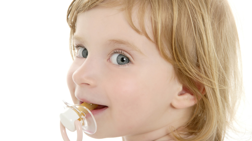 Bruk av smokk kan påvirke barnets tannstilling og bitt. Illustrasjonsfoto: Shutterstock
