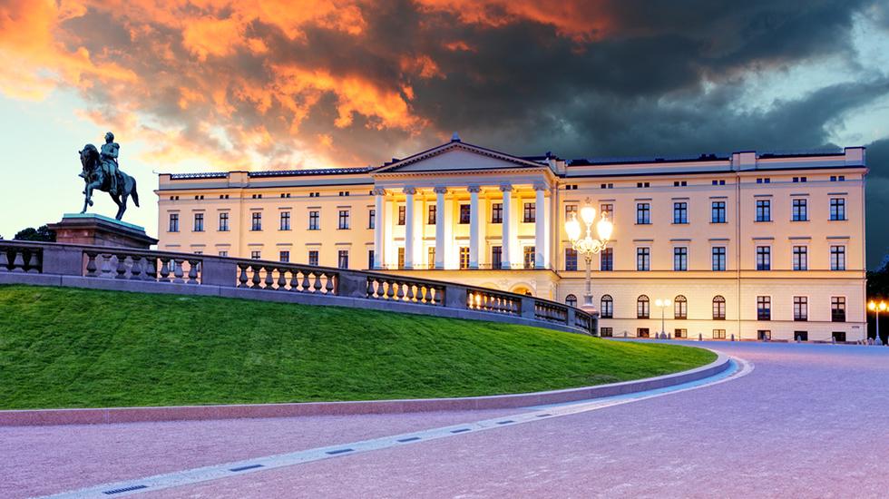 Husk å besøke slottet når dere er i Oslo. Vaktskiftet er også verdt å få med seg. Foto: Shutterstock