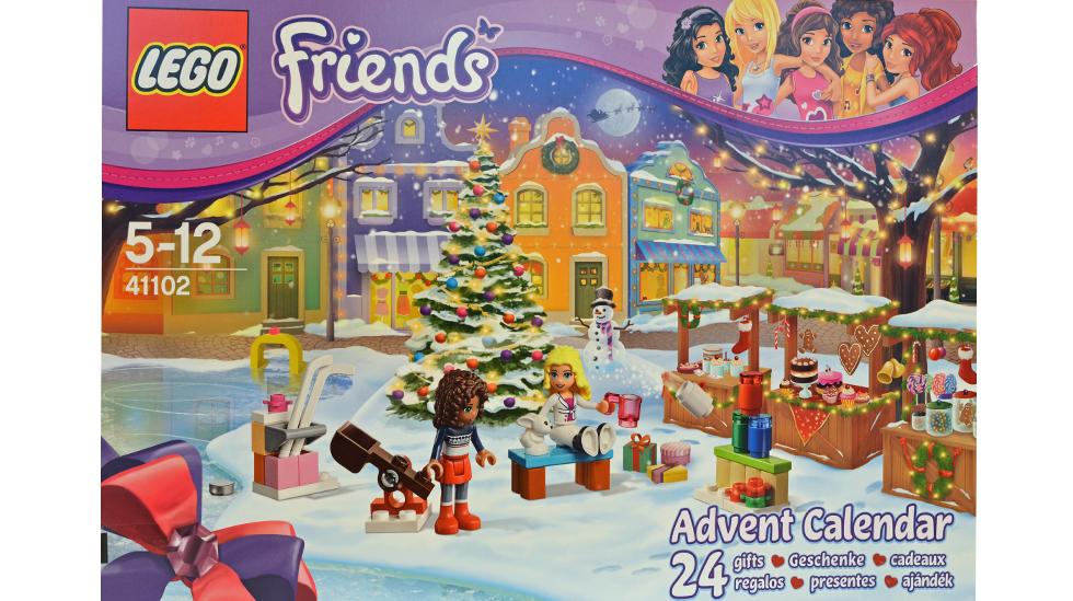Mange forskjellige små ting skjuler seg bak lukene også i årets Lego Friends-kalender. Foto: Janet Molde Hollund
