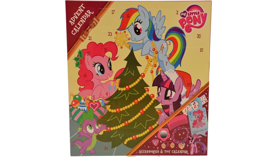Det er bilde av flere ponnyer på utsiden av kalenderen, men den inneholder bare én figur. Foto: Janet Molde Hollund