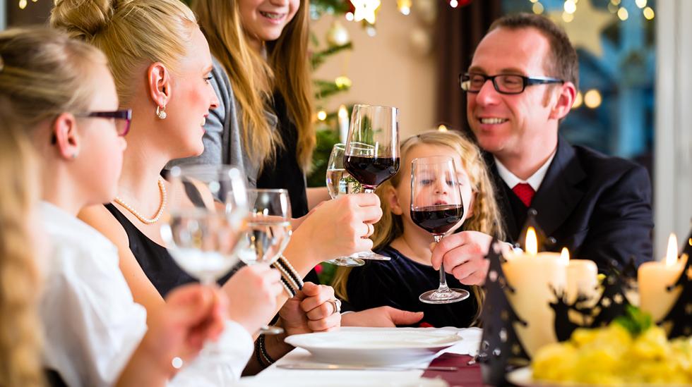 Hvor mye alkohol tåler barnet ditt at du drikker i julen? Illustrasjonsfoto: iStock