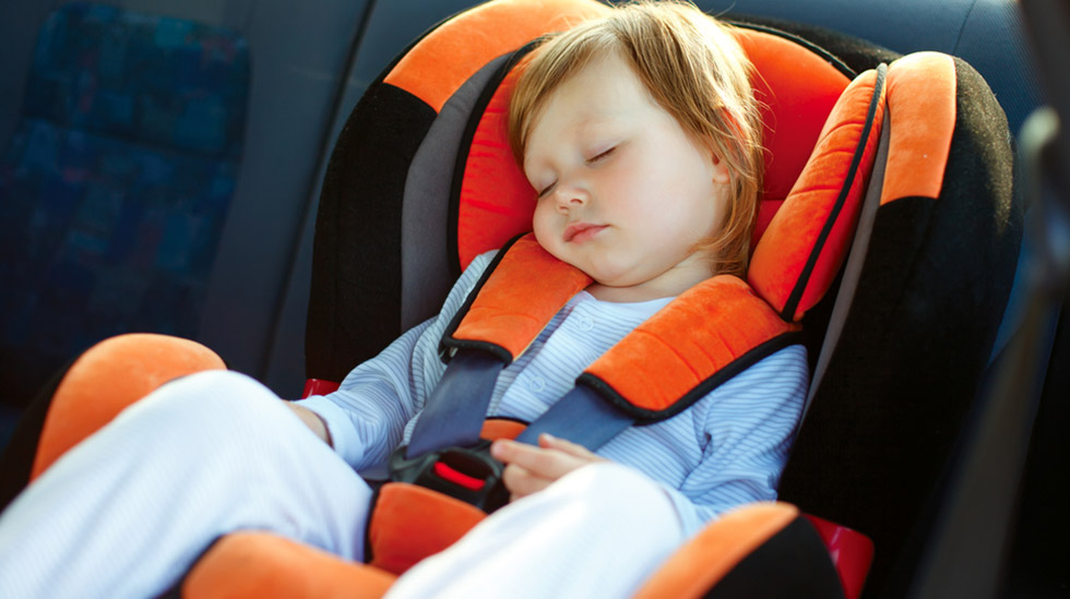 Det er ingen tvil om at bakovervendt er tryggest, så man skal ha en virkelig god grunn til å snu barnet for tidlig. Illustrasjonsfoto: Shutterstock
