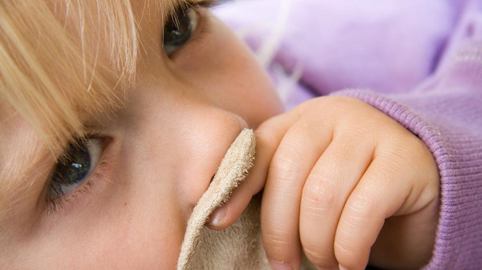 Hvor nøye er du med å overholde regelen om å ha barnet hjemme i 48 timer etter oppkast/diaré? Illustrasjonsfoto: iStock
