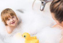 Bade med barnet