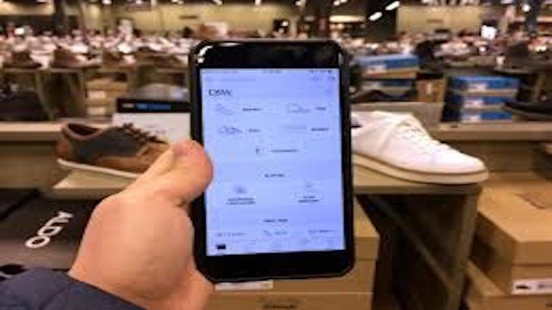 Omnichannel strategies in retail: Connecting the dots between in-store and online experiences