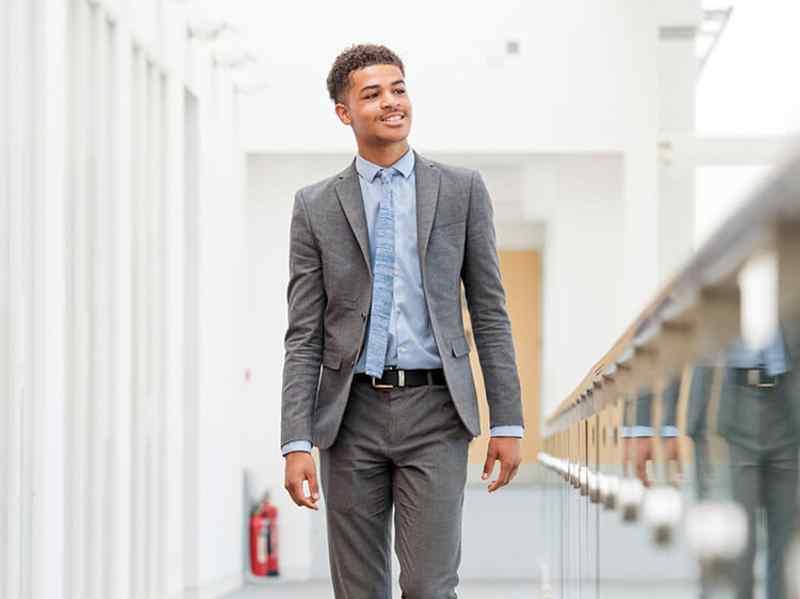 Learn how apprenticeships work