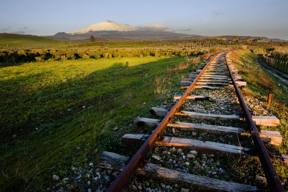 Rotaie di una ferrovia abbandonata