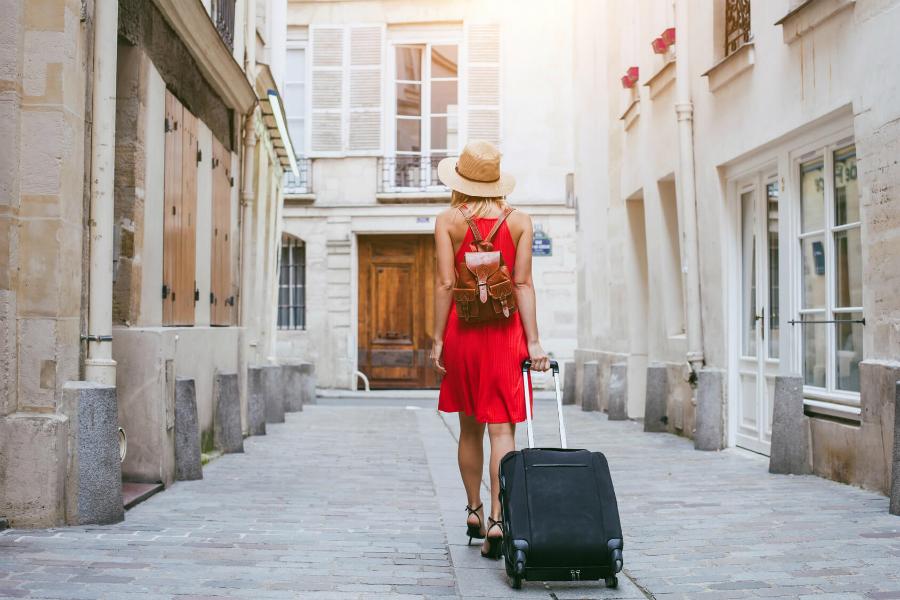 viaggiare valigia rosso