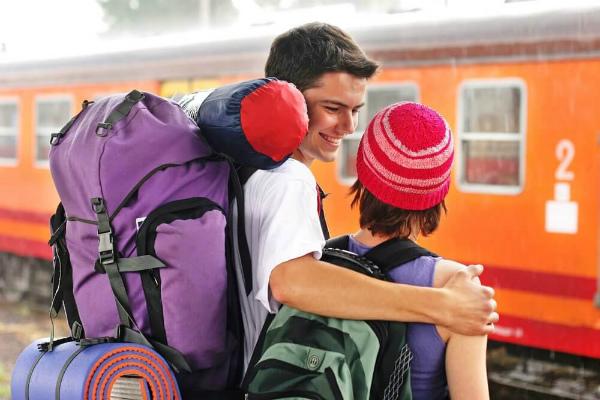 viaggiare in treno zaini