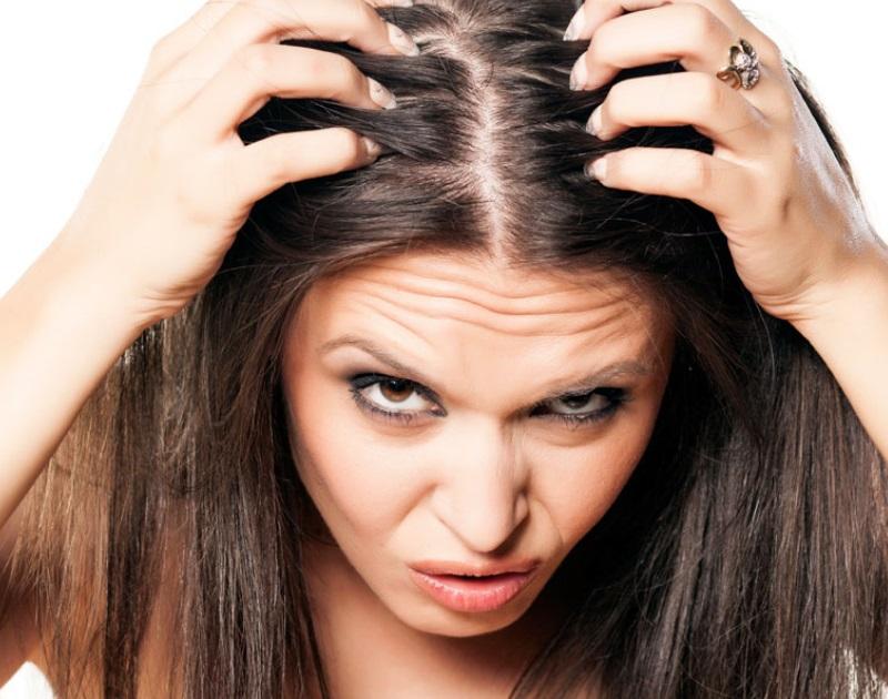 Errori capelli grassi  ecco quelli più comuni fab8e466602b