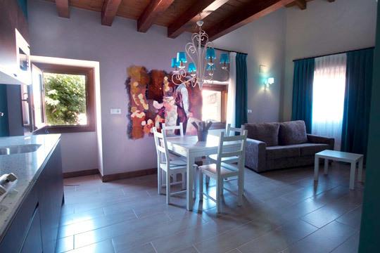 Apartamentos rurales la pikurutza apartamento con for Hoteles con encanto en la rioja alavesa