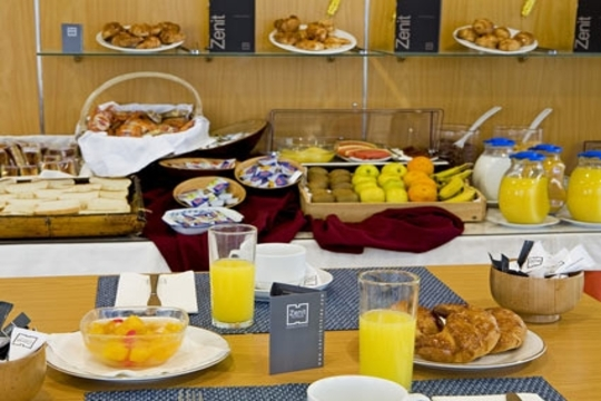 Hotel zenit noche con desayuno en hotel zenit de logro o for Hotel bodega logrono