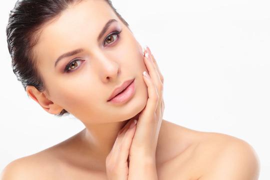 ¿Cómo actúa la cosmética despigmentante?