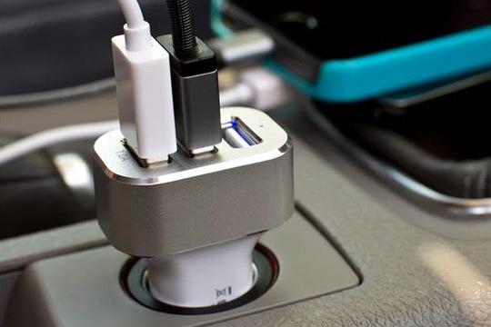 Cargador de coche con 3 puertos USB de alta velocidad