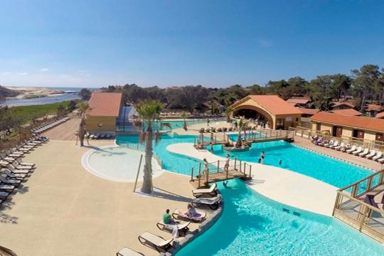 Semana santa en las landas 3 o 4 noches en bungalow for Camping en las landas con piscina cubierta