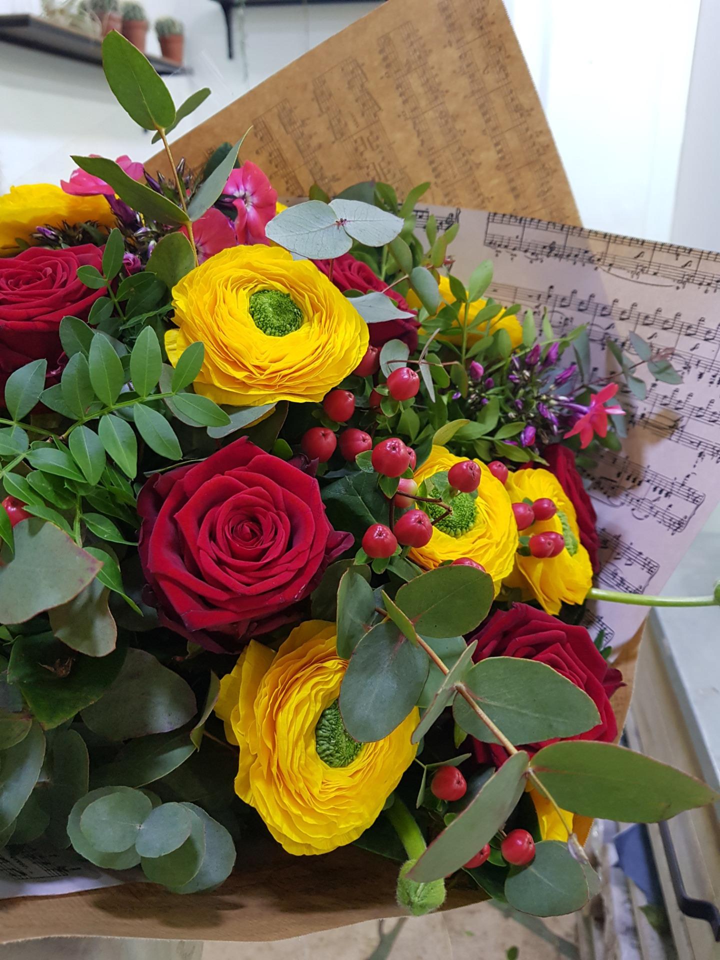 Livraison composition floral fleuriste artisan Wisteria Fleuriste à Paris
