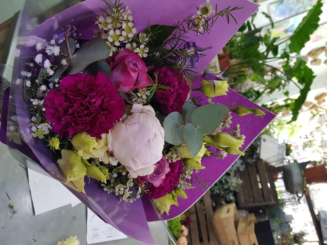 Livraison de bouquet de fleur fleuriste Wisteria Fleuriste à Paris
