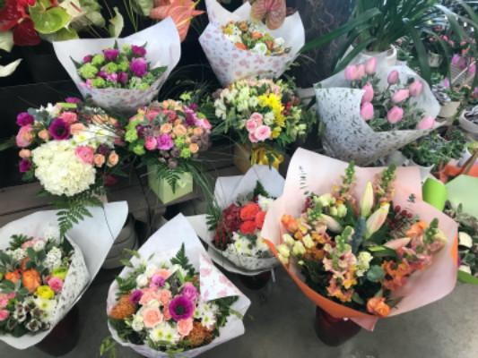 Faire livrer bouquet Neoules fleuriste créateur Solemio Fleurs
