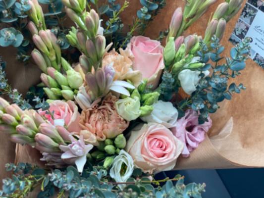 Envoyer bouquet de roses blanches jour férié Les Oeillets d'Amour à Parigné-le-Pôlin