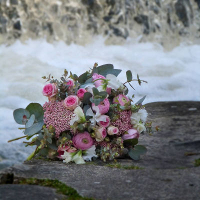 Offrir des bouquets de fleur par artisan fleuriste PLEIONE à Moret-sur-Loing
