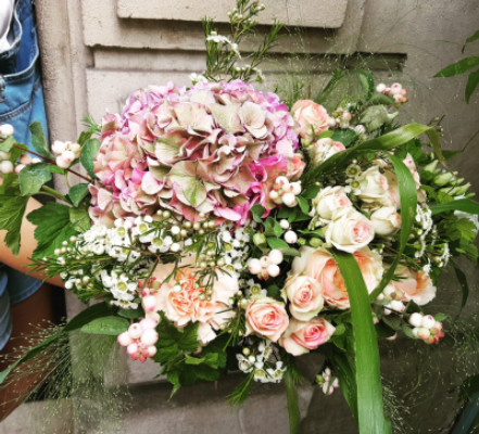 Offrir bouquets  fleurs dimanche Wisteria Fleuriste à Paris